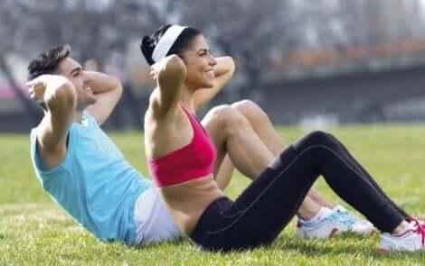 Liikunta on yksi keino torjua nivelpsoriaasin aiheuttamaa väsymystä