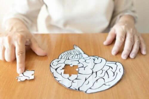 Psykoanalyysi keskittyy mielen tiedostamattomaan osaan