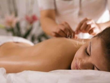 Akupunktio voi lievittää fibromyalgian oireita