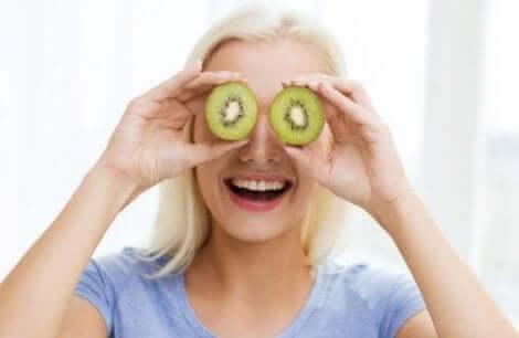 Kiiveistä saatava C-vitamiini auttaa pitämään ihon kimmoisana