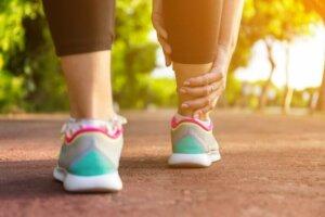5 kotitekoista hoitokeinoa jalkojen turvotukseen