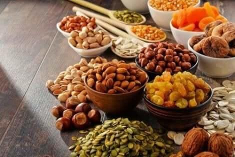 Pähkinät ovat erittäin kaloripitoista vegaaniruokaa