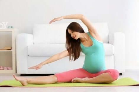 Liikunta voi vähentää luukipua raskausaikana