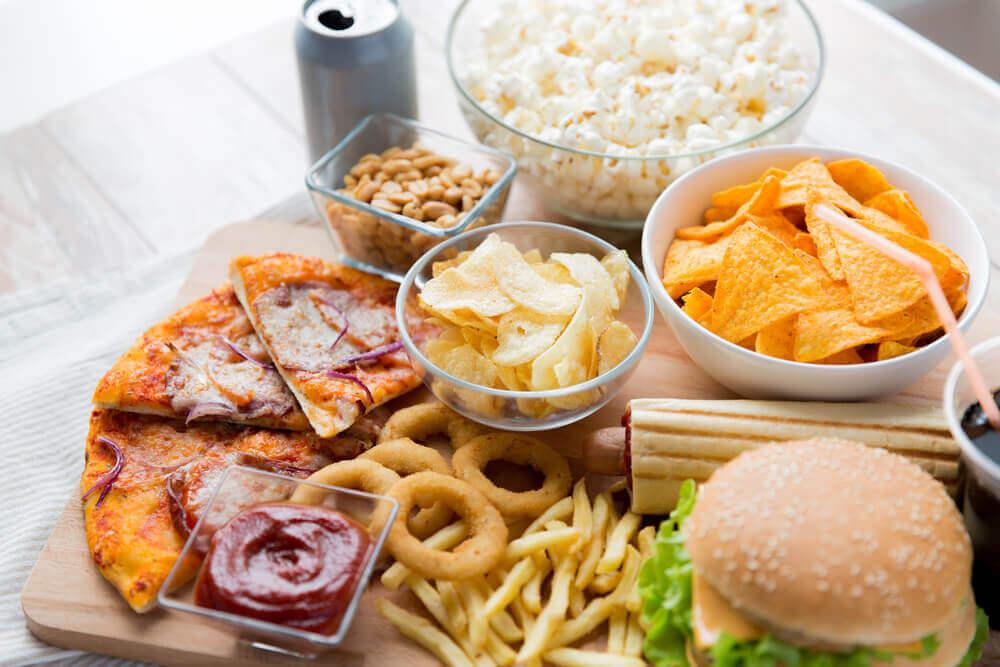 Jos kärsit vatsahaavasta, kannattaa vältellä rasvaista ruokaa.