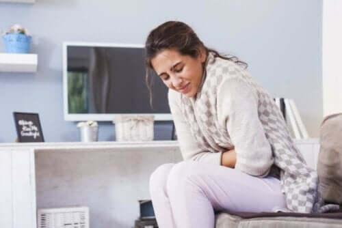 Karsinoidioireyhtymä voi aiheuttaa vatsakipua.