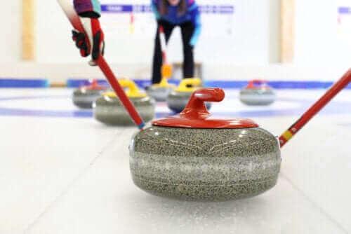 Kaikki talviurheilulaji curlingista