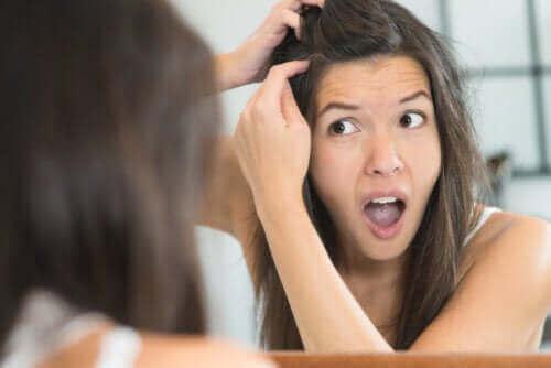 4 mahdollista syytä siihen, miksi saamme harmaita hiuksia nuorena