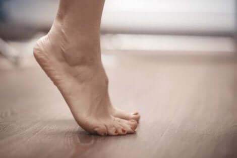 Varpaille nousut ovat hyviä venytyksiä jaloille raskausaikana