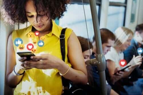 Sosiaalisen median hyödyt ja haitat