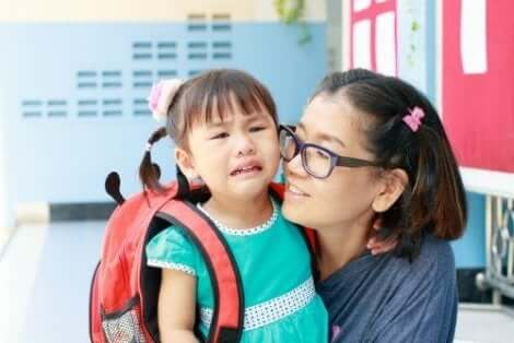 Ensimmäinen koulupäivä voi ahdistaa ja pelottaa lasta