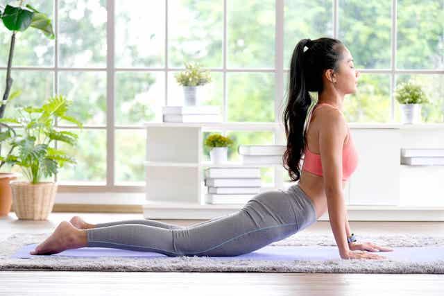 Jooga voi olla täydentävä lisä nivelrikon perinteisempien hoitomuotojen lisäksi.
