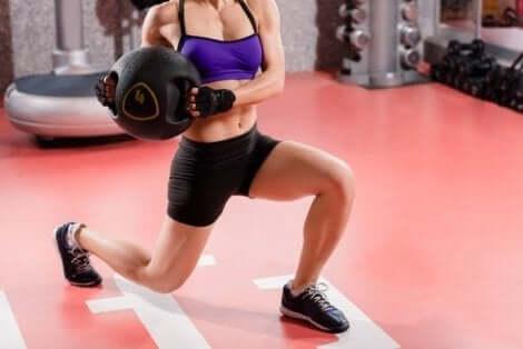 Vitamiinit ovat välttämättömiä ruokavaliossa, koska ne auttavat muun muassa ylläpitämään lihasmassaa