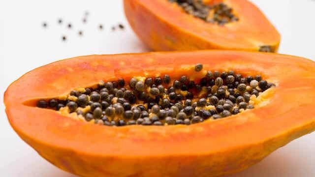 Herkullinen papaijasalaatti valmistuu papaijasta, fetajuustosta sekä palmunytimistä.