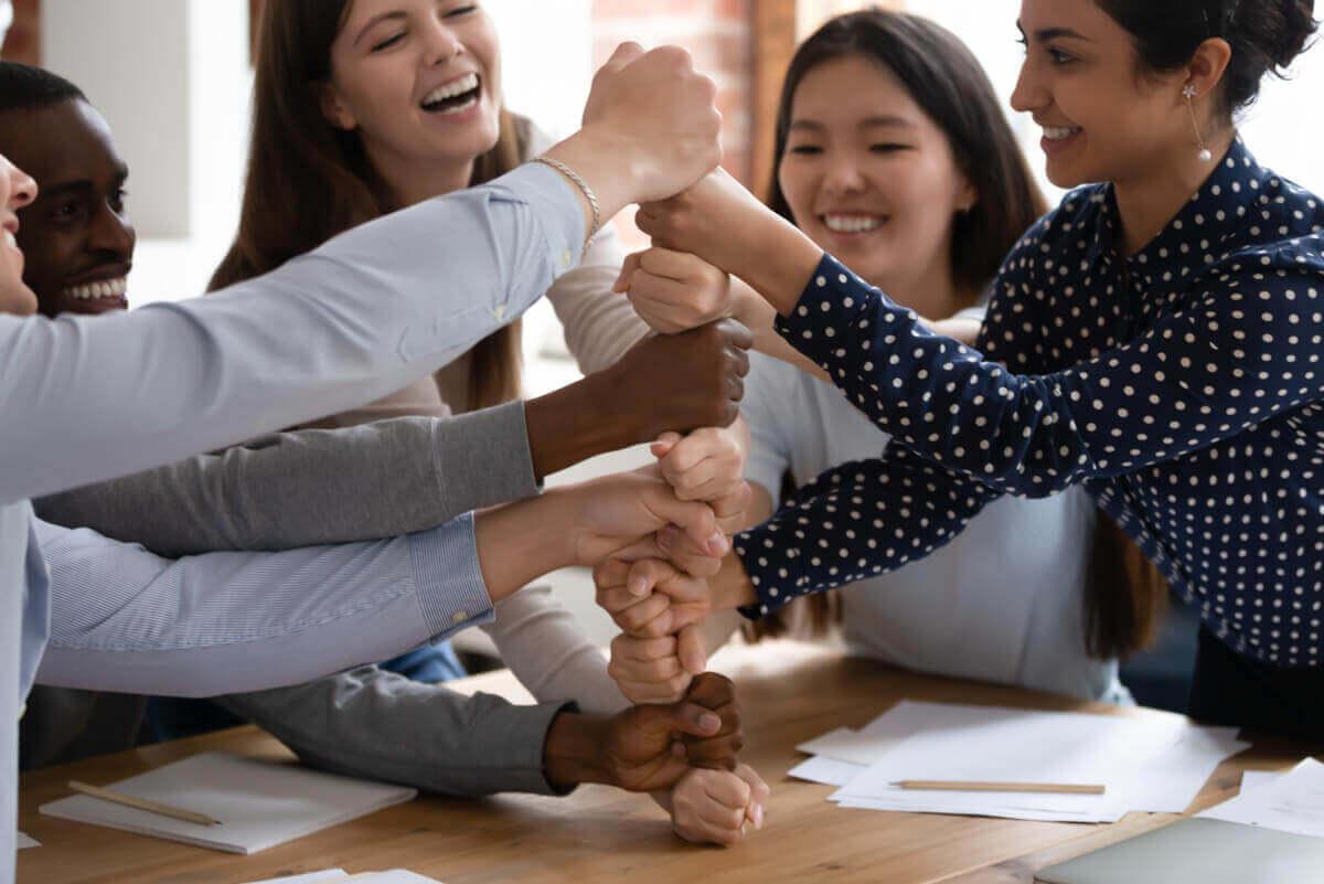 5 luottamusta rakentavaa harjoitusta - kehumisharjoitus.