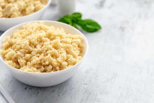 Couscousin voi korvata muilla viljoilla, kuten riisillä tai kvinoalla.