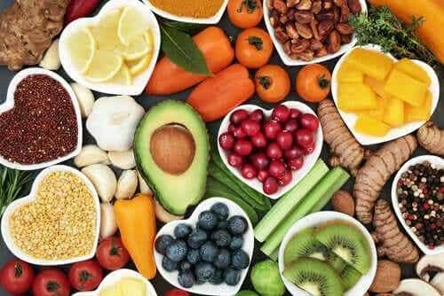 Voit aloittaa terveellisemmän elämän juhlapyhien jälkeen nauttimalla enemmän kasviksia ja hedelmiä.