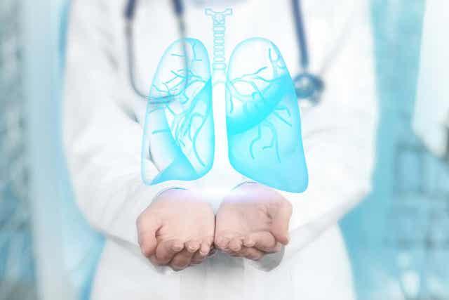 Keuhkoputken tähystyksessä tehdään hengitysteiden ja keuhkoputkien tähystys bronkoskooppia käyttäen.