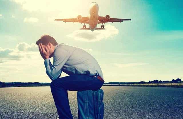 Matkustamisen pelko voi ilmetä esimerkiksi lentopelkona.