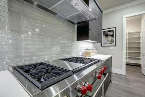 Lineaariset keittiöt metallia