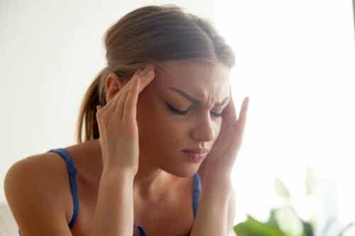Päänsäryn ja hormonien välinen yhteys on olemassa.