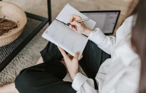 SMART-säästäminen auttaa parantamaan taloudellista tilannettasi selkeällä suunnittelulla.