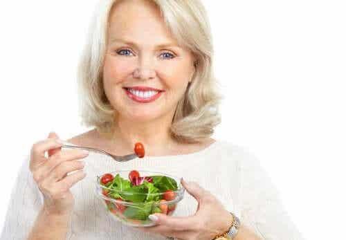 Hyvä vaihdevuosien ruokavalio pitää sisällään runsaasti kasviksia