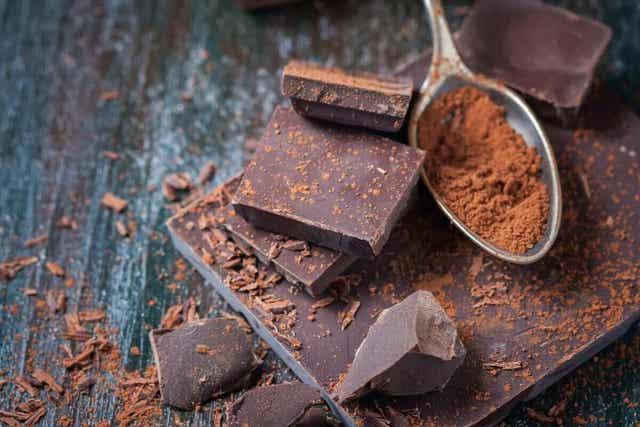 Suklaan valmistuksessa saatetaan käyttää vaniljaesanssia.