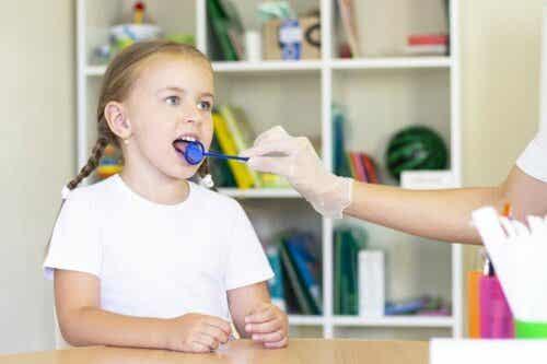 Puheterapia on tieteenhaara, joka keskittyy kommunikaatiohäiriöiden arvioimiseen ja hoitamiseen.