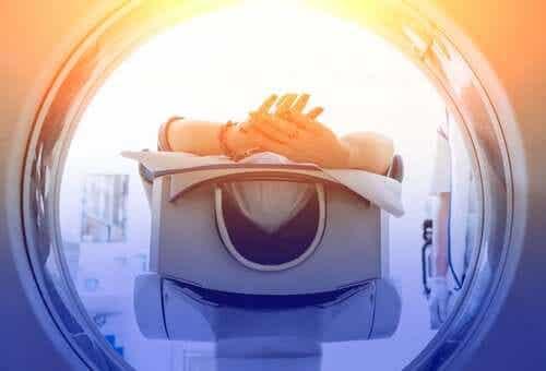 TT-skannauksen ja MRI-skannauksen erot.