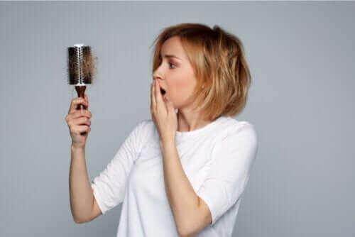Hiustenlähtö imetyksen aikana