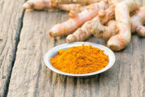 Kurkuma on yksi niistä mausteista, joista voi valmistaa luontaishoitoja