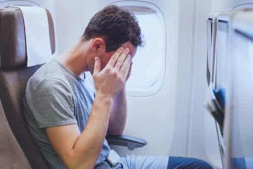 Lievitä stressiä lennon aikana yrittämällä rentoutua.