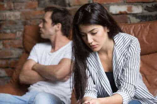 Mitä tehdä, jos kumppani vaikuttaa etäiseltä?