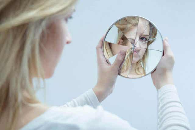 Minäkäsitys muodostuu erilaisista tunteista, mielikuvista ja ajatuksista koskien omaa itseä.