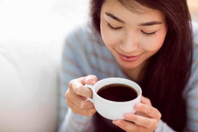 Kuinka kofeiini vaikuttaa aivoihin? Se saa meidät piristymään.