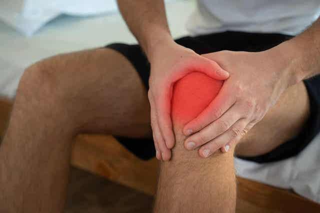 Polven takaristisiteen vamma aiheuttaa kipua