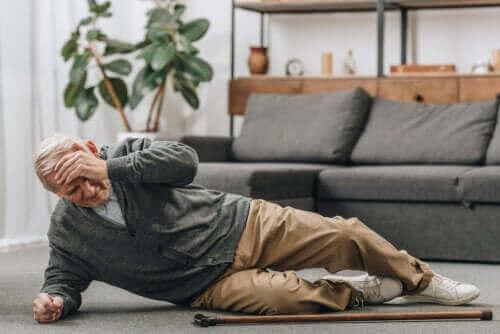Miten ehkäistä vanhusten kaatumisia