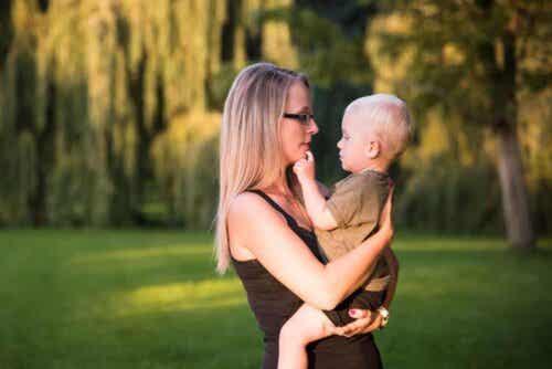 Kiintymyssuhteen luomisessa vauvaan voi mennä pitkäkin aika.