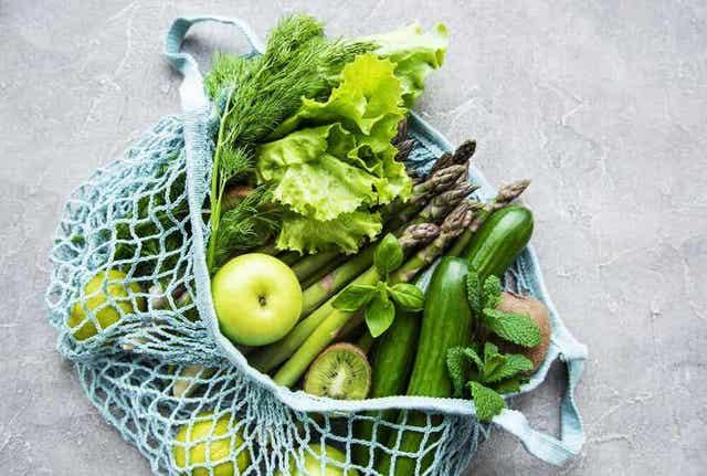 Syömällä viisi hedelmää ja kasvista päivässä autat parantamaan elimistön fysiologisia prosesseja.