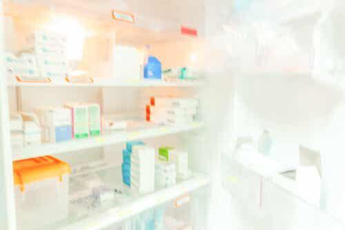 Korkeat lämpötilat vaikuttavat moniin lääkkeisiin, ja niitä tuleekin säilyttää jääkaapissa.