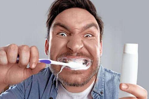 """""""Bleachorexia"""": Pakkomielteenä valkoiset hampaat"""