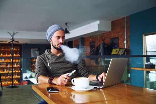 Sähkösavuke vai tupakoinnin lopettaminen: kumpi on parempi?