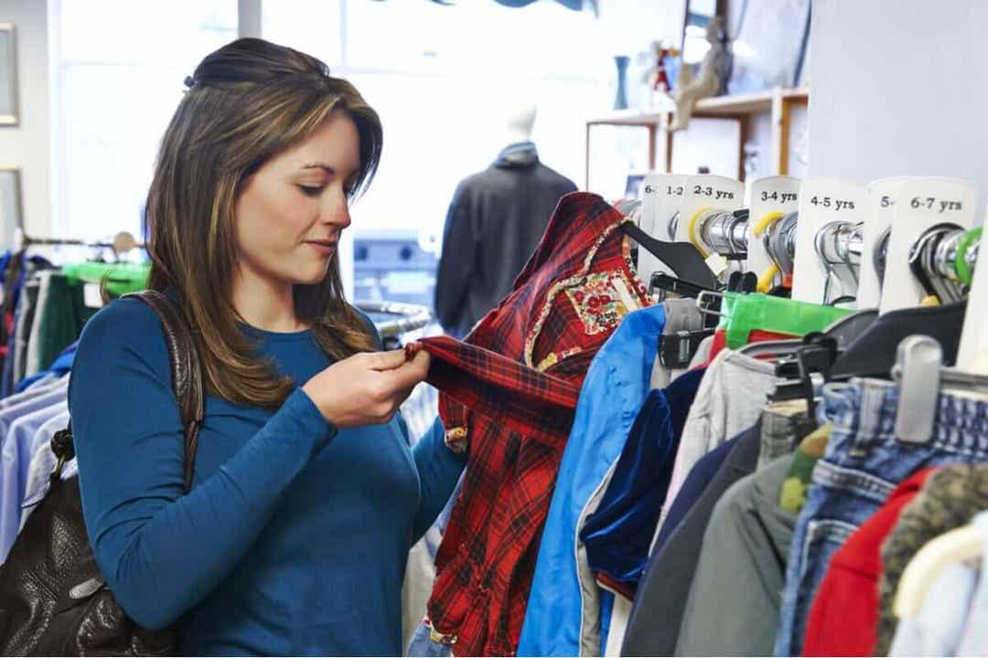 Käytettyjen vaatteiden ostaminen vaatii kärsivällisyyttä