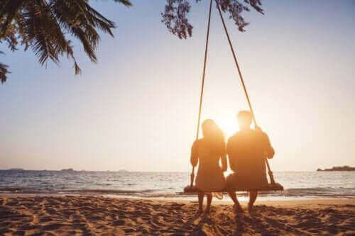 Pitkäaikaisen seurustelun edut ja haitat