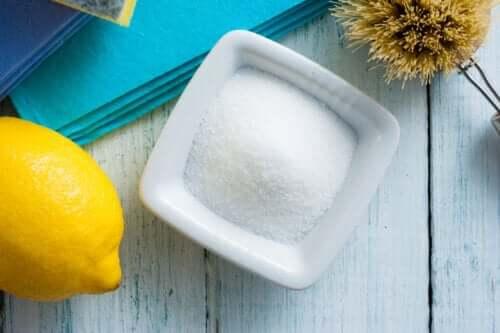 Sitruunahapon käyttö kotitalouksien puhdistuksessa