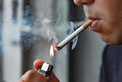 Tupakointi voi vaikuttaa silmiin ja kaikkiin muihinkin kehonalueisiin.