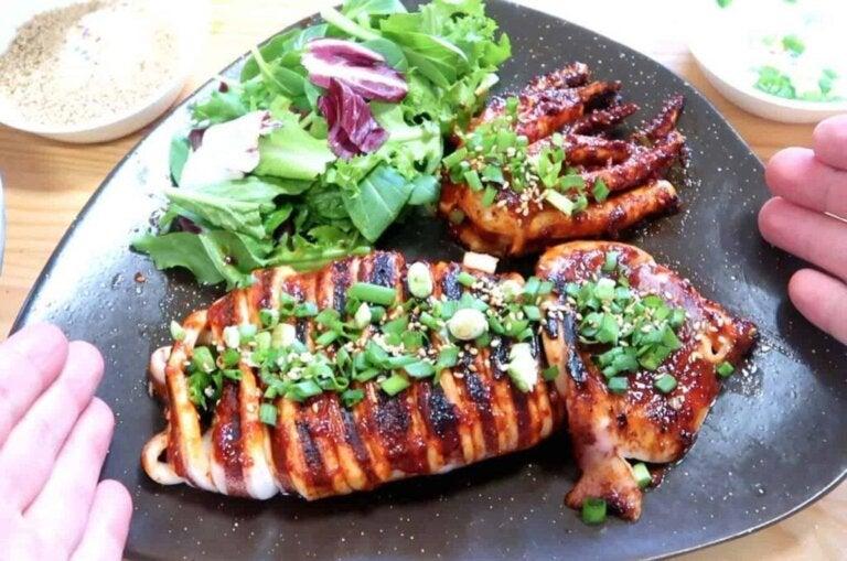 Resepti: paistettu kalmari valkosipulin ja persiljan kera