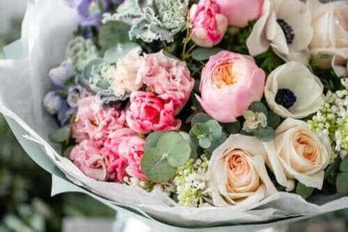 Vinkkejä kukka-asetelmien säilyttämiseen kauniina