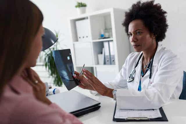 Munanjohtimien ligaation läpikäyneiden naisten tulisi keskustella lääkärin kanssa raskauden mahdollisuudesta
