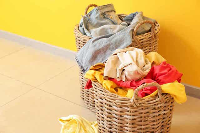 Vaatteiden värjäys kotona.